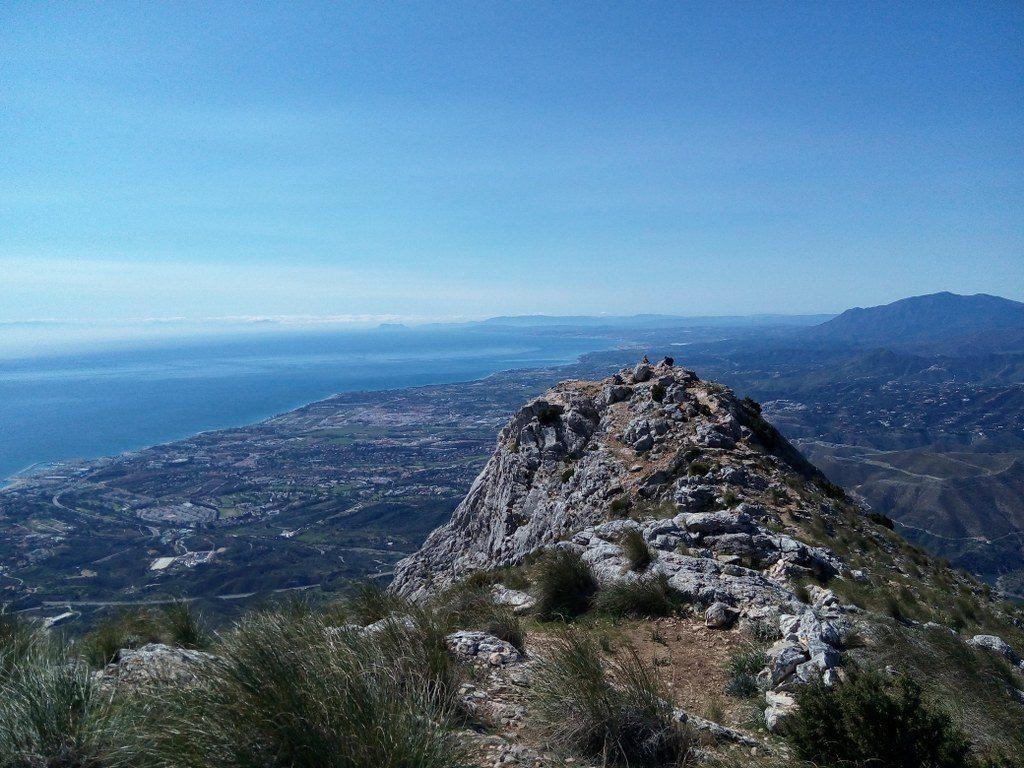 вид с горы конча в марбелье на побережье море горы африка
